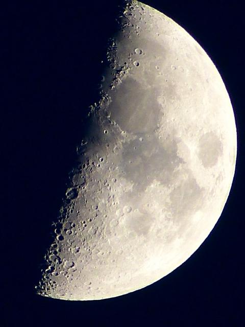 月にある構造物の謎とは?グーグルムーンのオーパーツ
