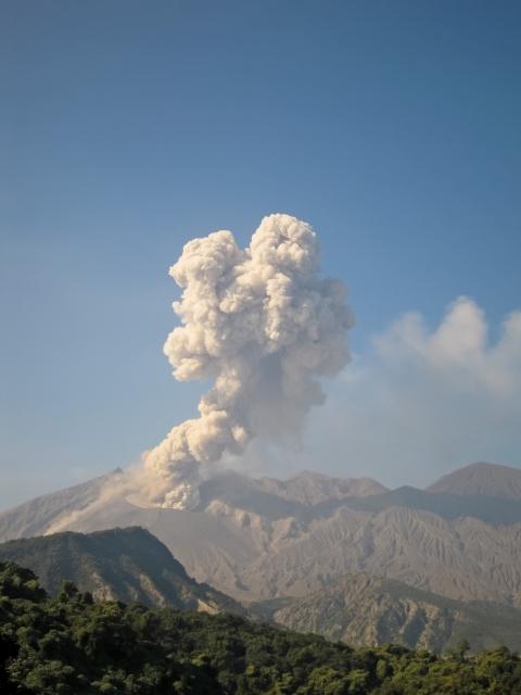 チリのカルブコ火山噴火で富士山噴火?その可能性は?