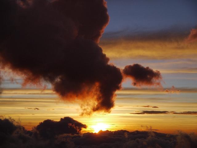 カルブコ火山のUFOが話題に!その映像を公開!