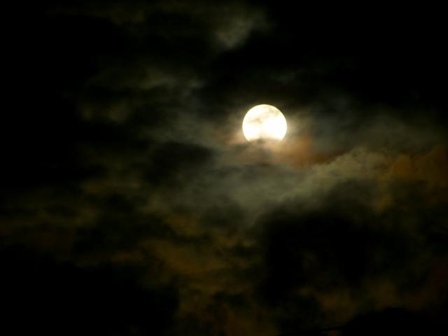 月の地下は空洞だった?2つの根拠とは?
