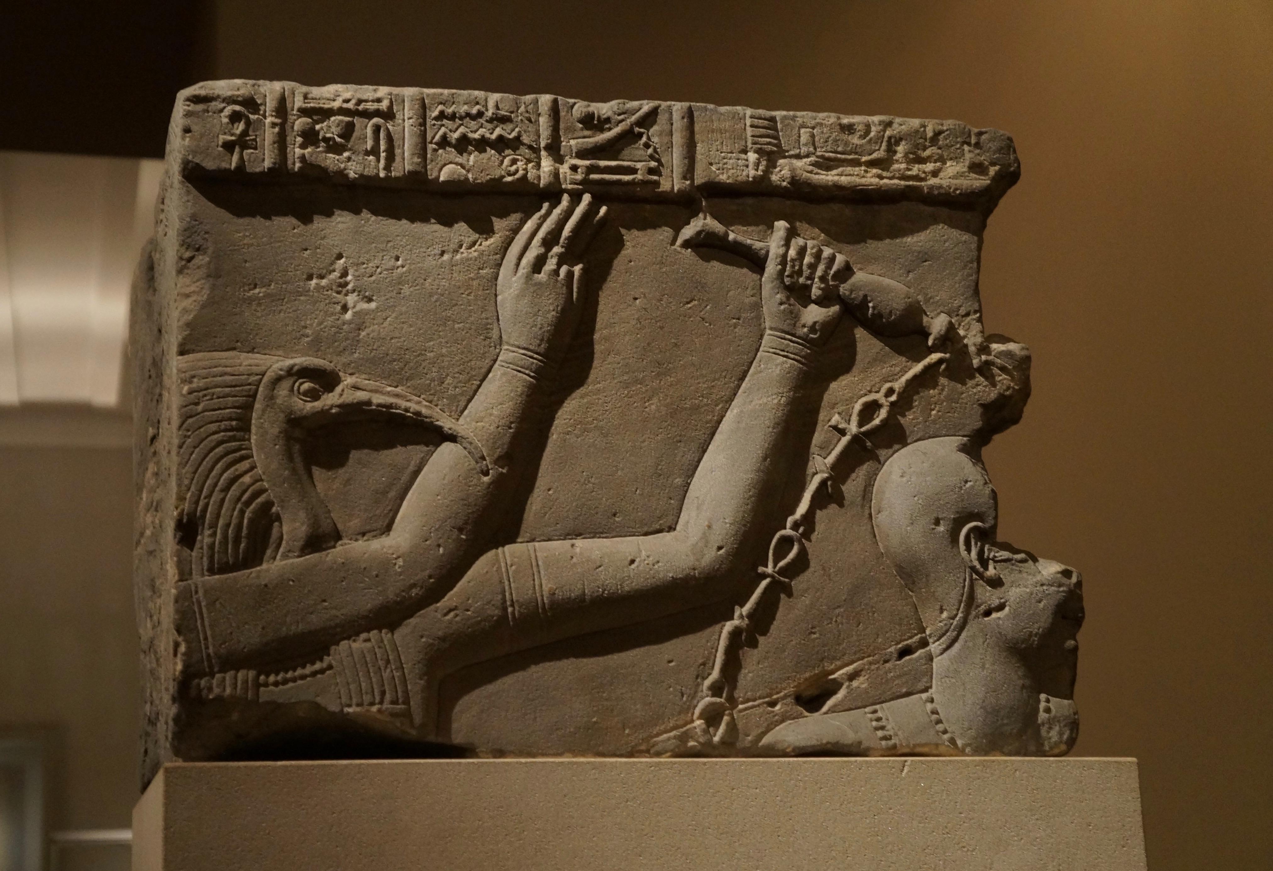 ツタンカーメンの墓と死因の謎!DNAで判明した先天的疾患